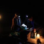 Kochen im Schein der Kopflampe - Selbstfahrer Kalahari Calling UG