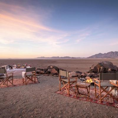 Romantischer Sundowner in der Hoodia Desert Lodge