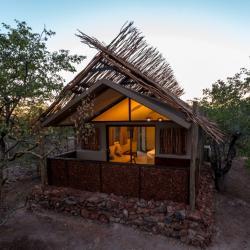 Zelthäuser im Etosha Village