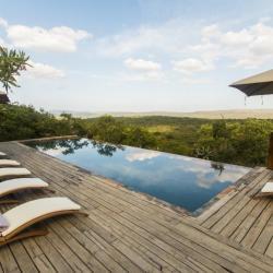Poolbereich Rhino Ridge Safari Lodge