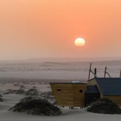 Abendstimmung zwischen Wüste und Meer an der Skelettküste Namibia's