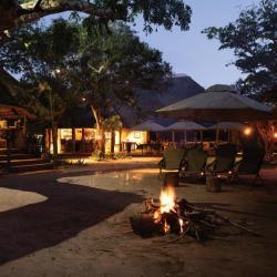 Abendstimmung in der Tembe Elephant Lodge